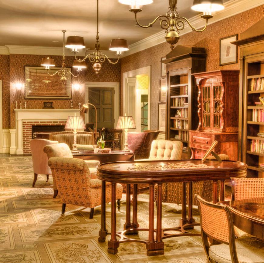 21 living rooms with antique furniture home stratosphere. Black Bedroom Furniture Sets. Home Design Ideas