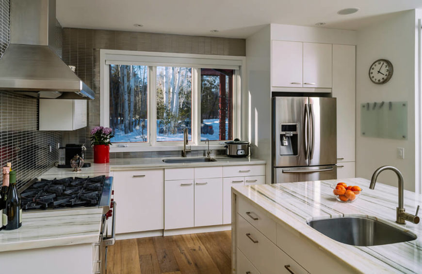 white kitchen cabinets stainless steel backsplash 34 gorgeous kitchens with stainless steel appliances 28931