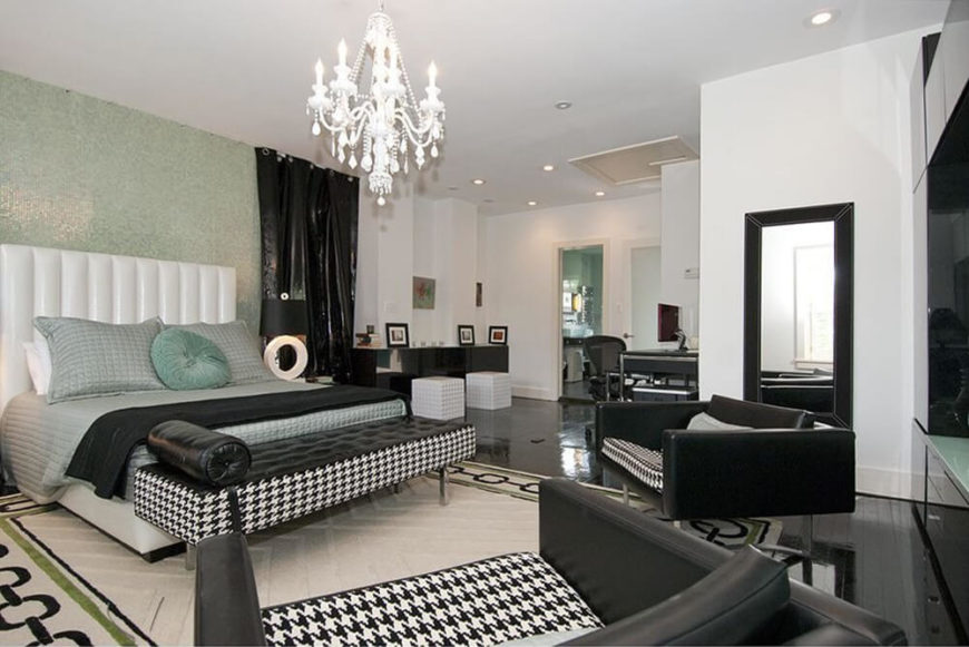 Exceptionnel This Modern Bedroom Has A Bold Black And White Color Scheme, As Well As Bold