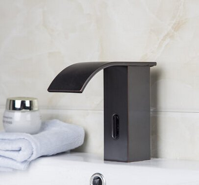 If you're looking for the latest in contemporary style, you don't have to compromise when it comes to hands free faucets. This design gives you the benefits of both the latest tech and style.