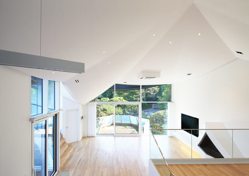 Introverted Ga On Jai Home by IROJE KHM Architects