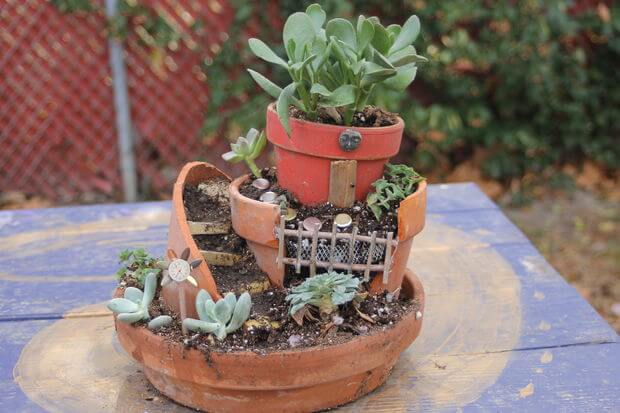 Got some broken terra cotta potters laying around? Go vertical! Resting partial pots inside one another allows you to craft a tantalizing tower of succulents.