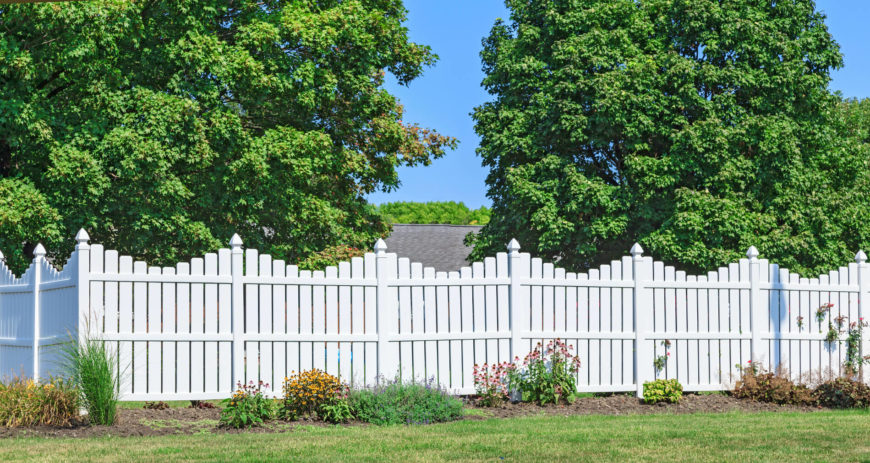 22 Vinyl Fence Ideas For Residential Homes