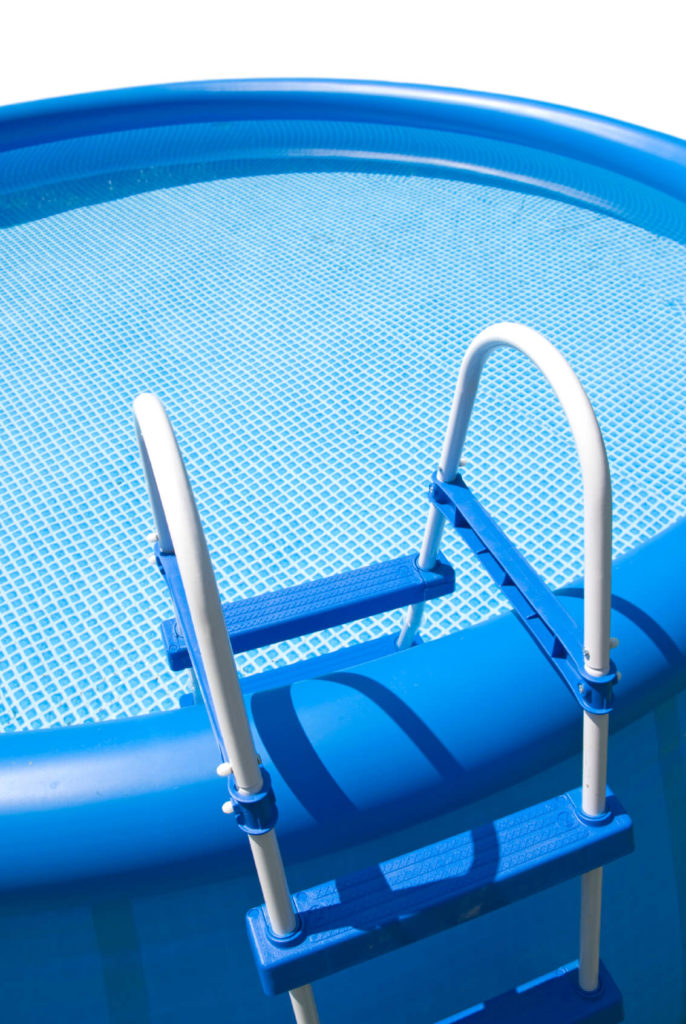 This simple inflatable pool has a thick plastic wall to hold the pool ridged, and a sturdy ladder to climb up over the wall and into the pool.
