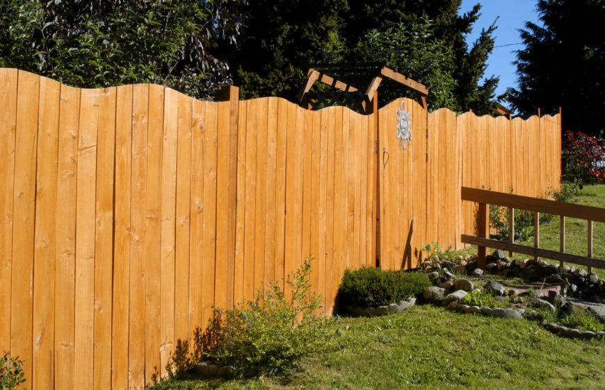 Awesome wooden fence ideas for residential homes