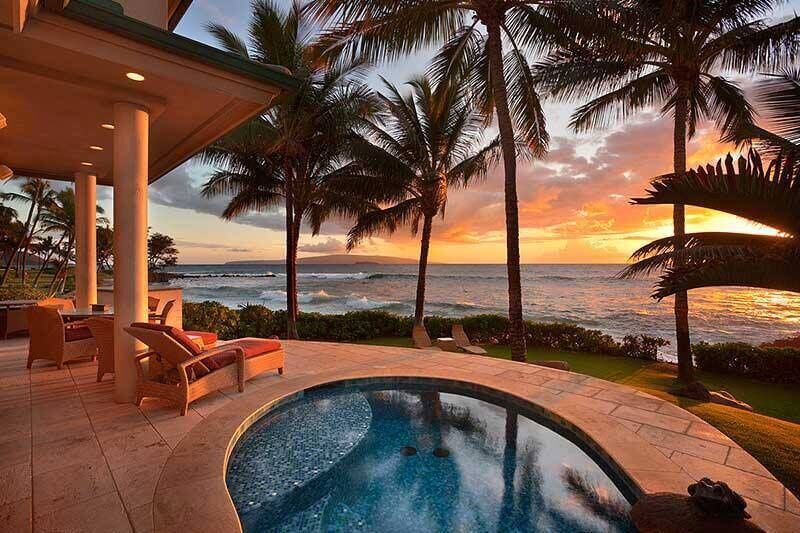 This plunge pool has an amazing view of the sunset, surf, and the islands in the distance. A plunge pool could not be a more welcoming and relaxing place than in this location.