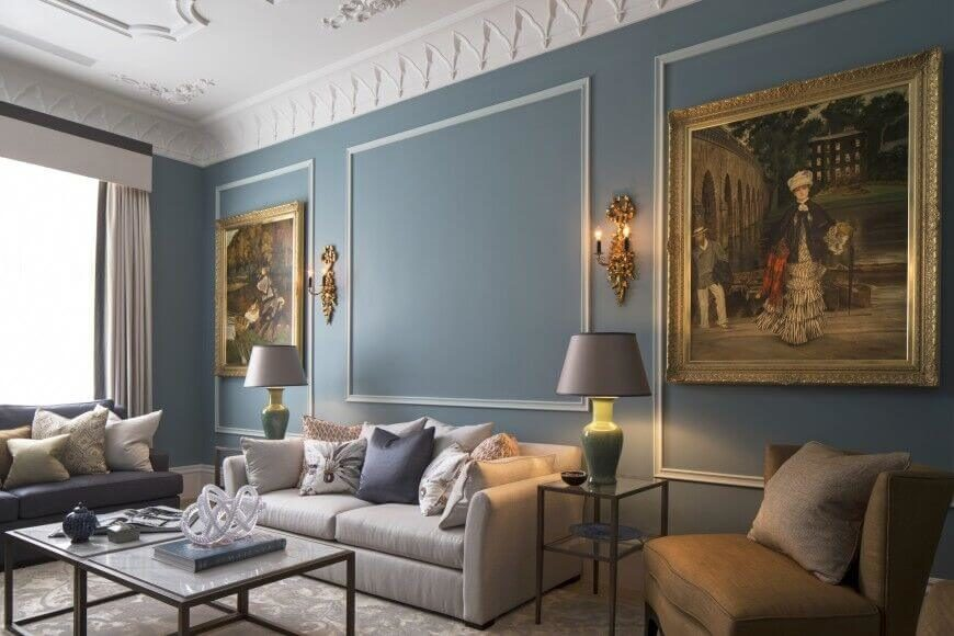traditional living rooms designs. The detailed molding  abundance of pillows and fine art are hallmarks traditional design 21 Amazing Traditional Living Room Ideas