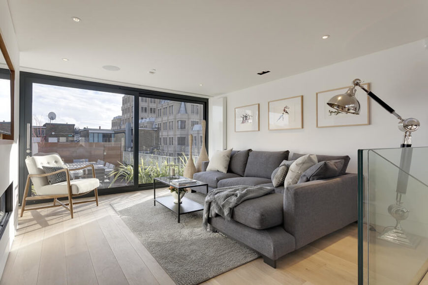 In this living room, the views over London are gorgeous and bright, courtesy of more full height windows. The glass panels here slide, opening to connect the terrace.