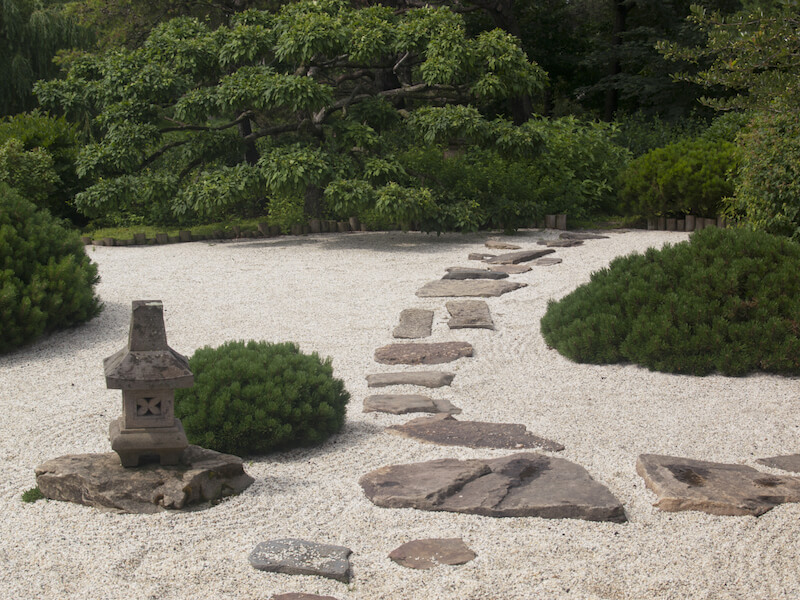 Garden With Rocks And Stones : Stepping stones are perfect for a zen garden such as this gardens