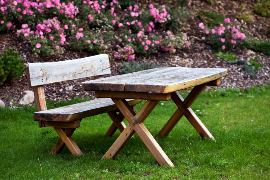 Here is a short picnic table with a natural raw wood look. This kind of picnic table would look amazing in a garden and near some trees.