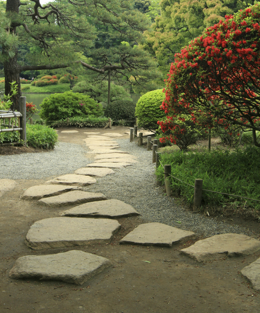 A stone footpath is perfect in a Japanese garden. The stones help build upon that organic and natural feel. They pair well with rope fences and gravel beds.