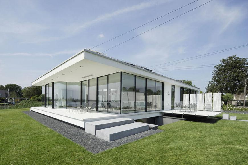 Striking G-House by Lab 32 Architecten